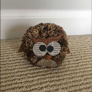 newspaper owl decor